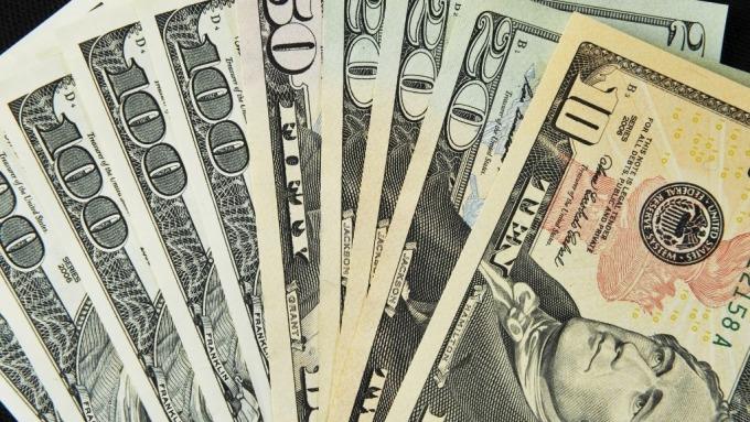 投機者連5週減少美元看漲部位 大幅做空10年期美債(圖片:AFP)