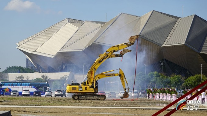 總銷 1000 億元的南港「世界明珠」建案 11 日動工。(鉅亨網記者張欽發攝)