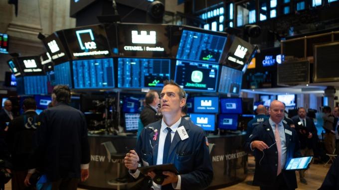 美股盤後 — 雙 11 全球買買買!貿易不確性三大指數跌跌跌。(圖片:AFP)