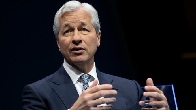 小摩CEO:擔心財富不均惡化 反對沃倫財富稅 (圖片:AFP)