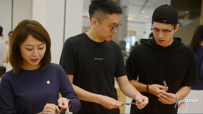 郭明錤指新Apple Watch將採用更多LCP軟板使台郡、臻鼎受惠。(鉅亨網記者張欽發攝)