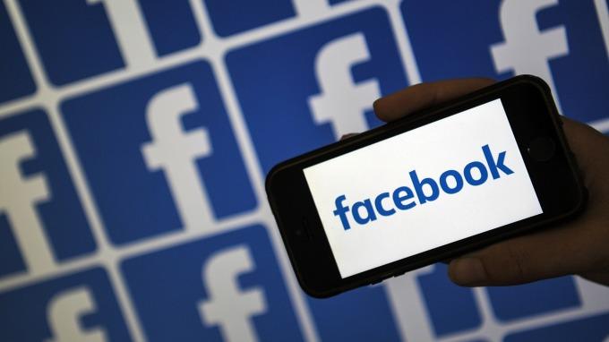 臉書推新電子支付Facebook Pay 股價大漲2%(圖片:AFP)