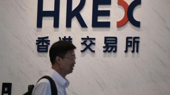 香港示威活動持續 交通大亂 港股跌逾500點(圖片:AFP)