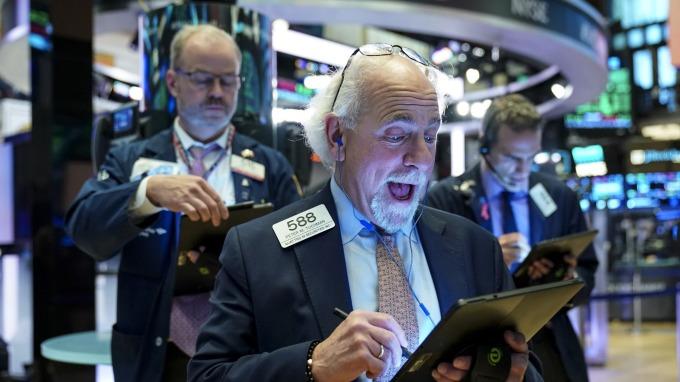 美股盤後 — 美中貿易談判觸礁,迪士尼助攻道瓊再刷歷史新高。 (圖片:AFP)
