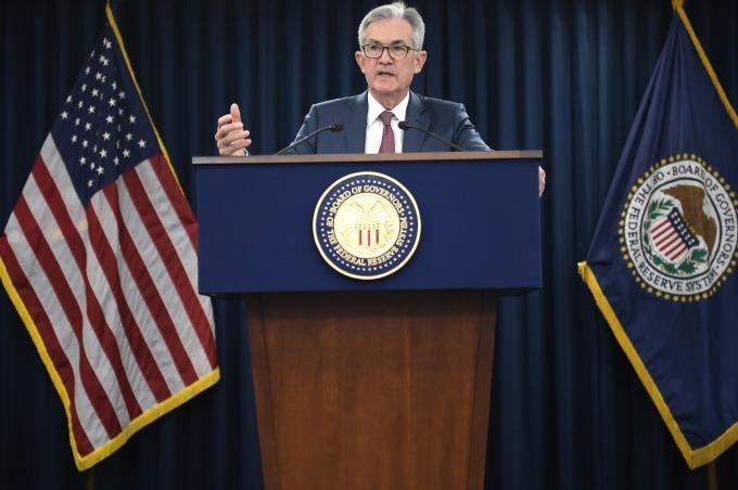 鮑爾表示美國經濟持續擴張,為週三美股漲幅增添柴火。(圖片:AFP)