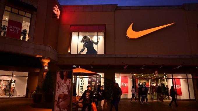 品牌出走第一炮?Nike終止對亞馬遜直接銷售 聚焦自家商店和網路商城(圖片:AFP)