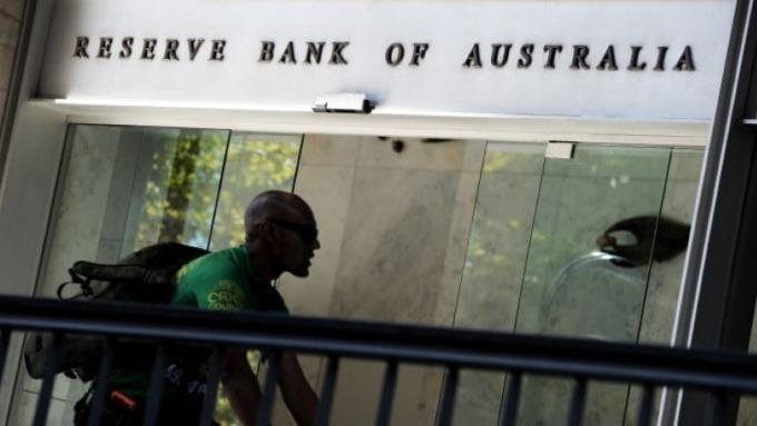 澳洲10月失業率意外上升 澳幣應聲滑落(圖:AFP)