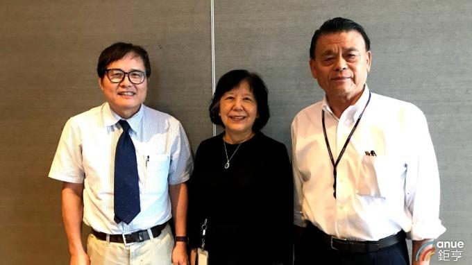 左至右為藥華藥總經理黃正谷、董事長詹青柳及創辦人林國鐘。(鉅亨網資料照)