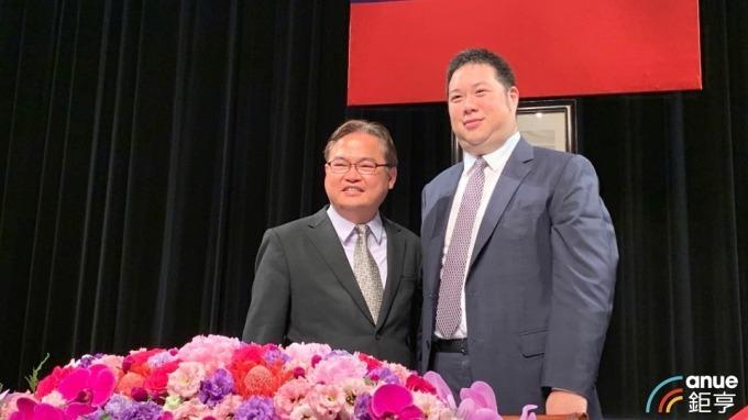 右起為國際中橡董事長辜公怡、總經理黃柏松。(鉅亨網資料照)