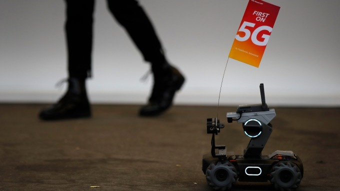 搶攻5G!專家:中國5G基建支出大幅超美 恐達至少數十億美元 (圖:AFP)