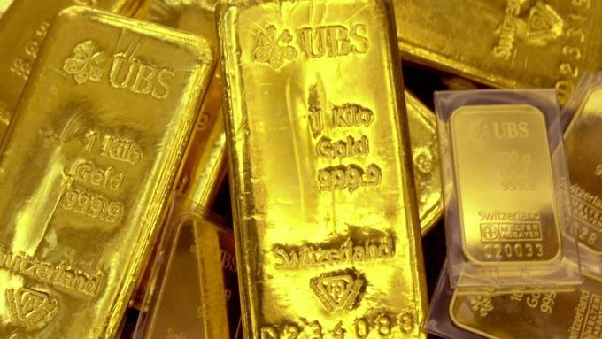 貴金屬盤後—美中關稅喬不攏 公債殖利率下滑、美元走軟 黃金收高(圖片:AFP)