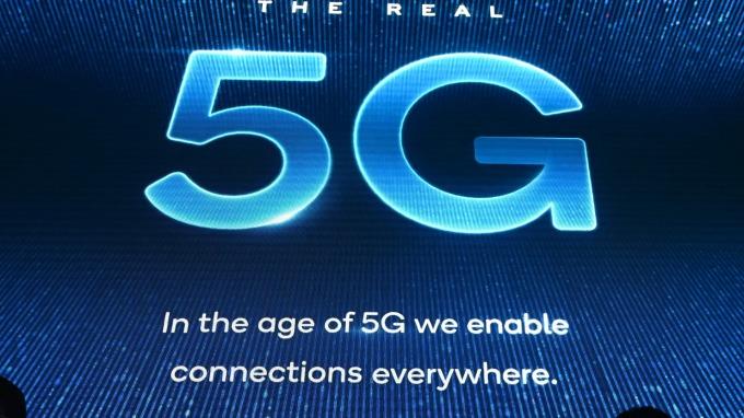 FCC公開拍賣5G頻譜 重創衛星通訊業者 Intelsat股價狂跌40%(圖片:AFP)