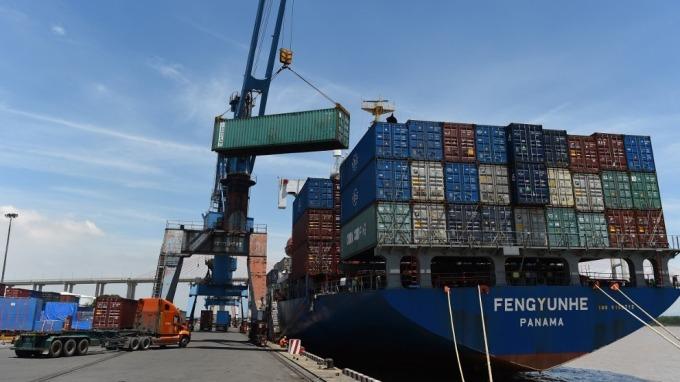 為免因「洗產地」受美國制裁 越南將主動暫停膠合板加工品輸美(圖:AFP)