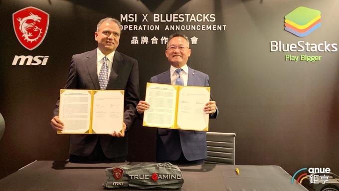 微星與藍疊策略合作,微星總經理暨執行長江勝昌(右)、藍疊執行長Rosen Sharma(左)。(鉅亨網記者劉韋廷攝)