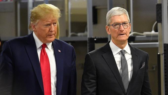 川普和庫克一同參訪德州工廠(圖片:AFP)