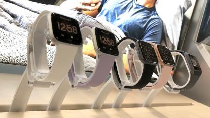 為什麼外媒會說被谷歌收購的Fitbit玩完了?(圖片:AFP)