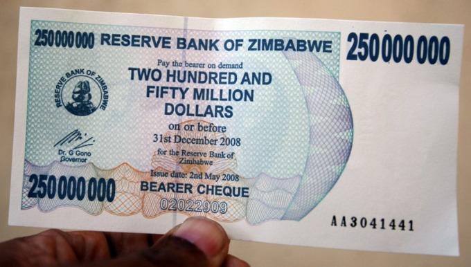 2008 年時的辛巴威幣 (圖: AFP)