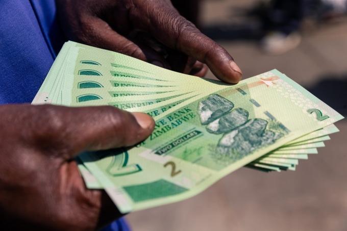 新發行 2 元紙鈔未解決任何問題 (圖: AFP)