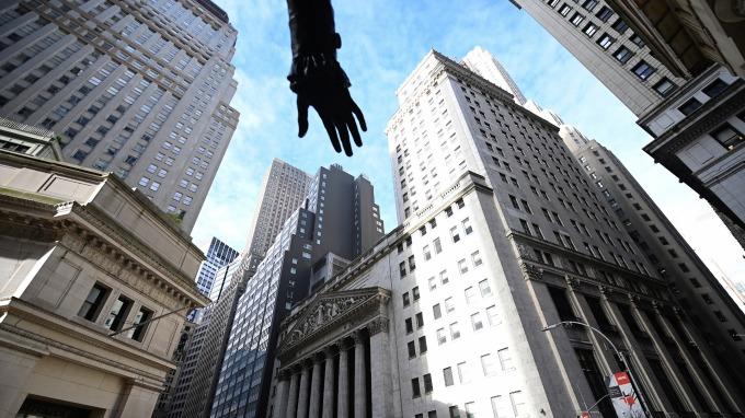 罕見現象再現:VIX、美股同漲(圖:AFP)