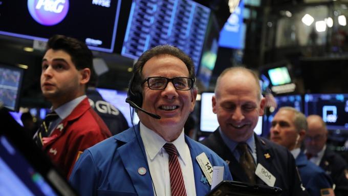 美股盤後 — 美股再刷歷史新高 ! 川普稱階段協議至尾聲「處於最後陣痛」 。(圖片:AFP)