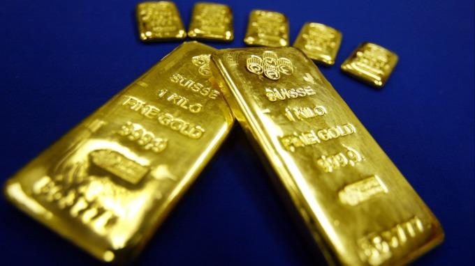 貴金屬盤後—美經濟數據正面 美股走漲 削弱避險需求 黃金小跌(圖片:AFP)