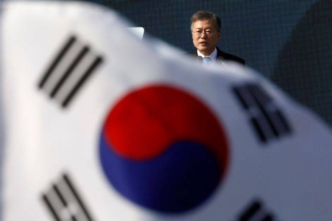 為解決貿易紛爭 日韓同意 12 月中召開部長級政策對話 (圖片:AFP)
