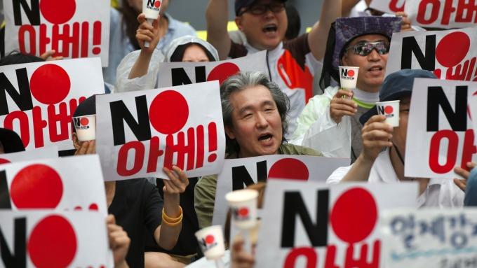 為解決貿易紛爭 日韓同意12月中召開部長級政策對話 (圖片:AFP)