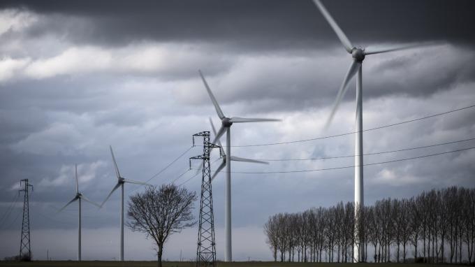 〈觀察〉從益通下櫃說起 回顧那些年曾想追逐太陽能商機的大廠。(圖:AFP)