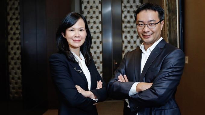 松果購物董事長郭家齊(右)和總經理吳佩雯(左)。(圖:松果購物提供)