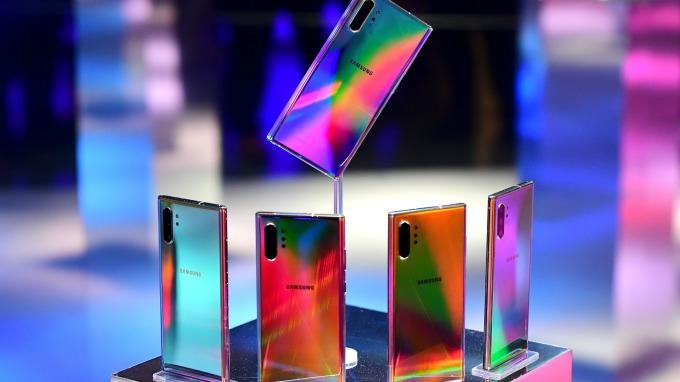 OLED成長趨勢明顯 台廠明年營運進補。(圖:AFP)