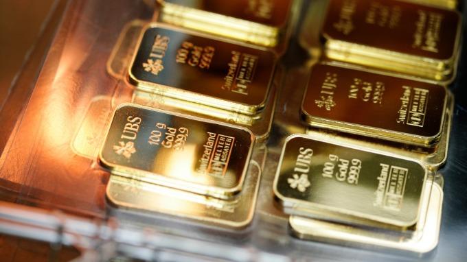 高盛看好明年金價上攻1600美元。(圖/AFP)
