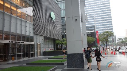 台北市東區頂級A辦空置率驟降,商辦國泰置地租金水漲船高。(鉅亨網記者張欽發攝)