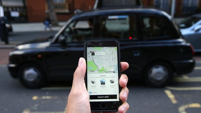 巴克萊看好共乘市場 Uber、Lyft有望轉虧為盈?(圖片:AFP)