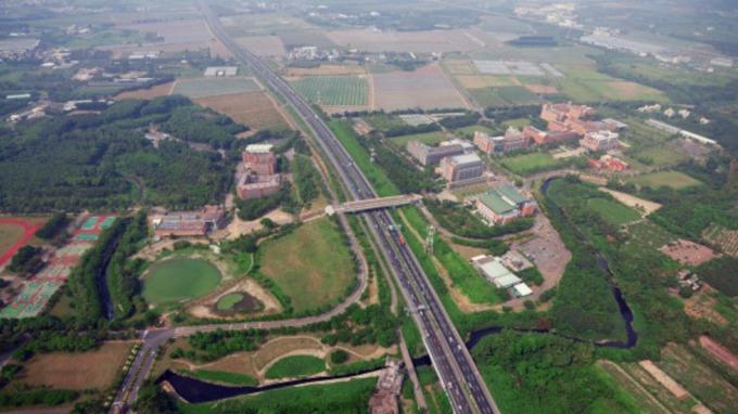 高雄新市鎮腹地大、有產業、行政機關與捷運建設題材,房價從1字頭開始發展。(圖/內政部營建署)