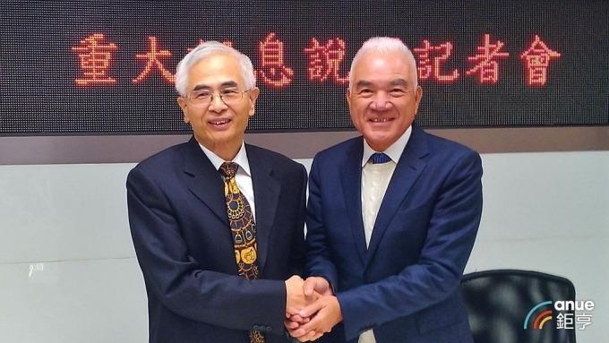 明泰董事長李中旺(左)及仲琦董事長鄭炎為。(鉅亨網記者彭昱文攝)