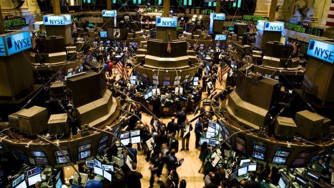美股盤後 — 川普傳已批准美中階段協議文本 三大指數再刷歷史新高。(圖片:AFP)
