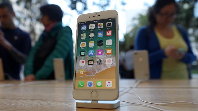 iPhone8創下日本家電量販店史上最暢銷紀錄!(圖片:AFP)