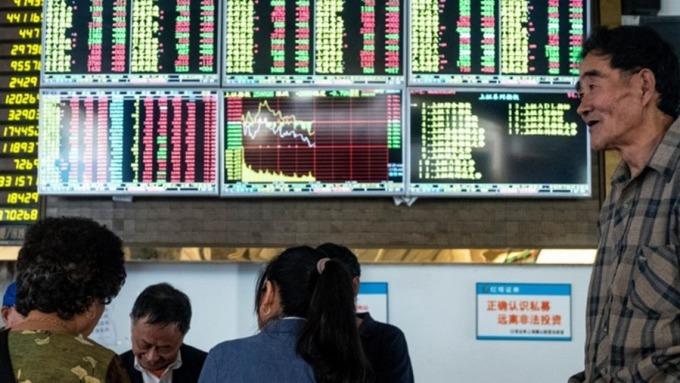 今年中國 GDP 增長放緩至 6.1% 左右,2020 年實際增長率可能放緩至 5.7%。(圖:AFP)