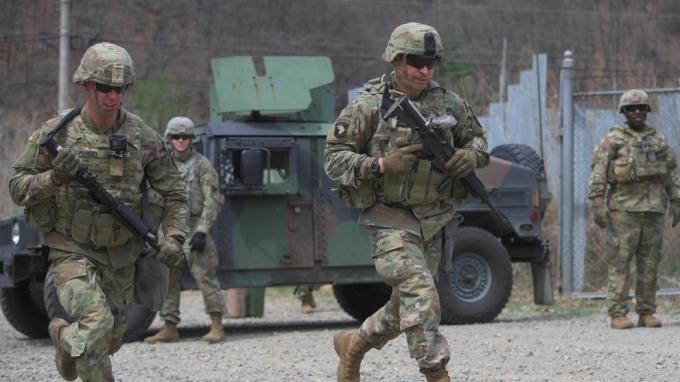 美方撤回50億美元防衛費用提議 轉要求擴大軍購、協助出兵  (圖:AFP)