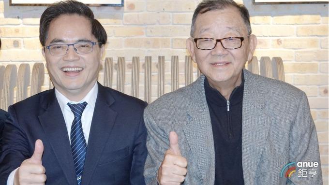 台開集團董事長邱復(右)生與花蓮慈濟醫院院長林欣榮簽訂合作MOU。(鉅亨網記者張欽發攝)