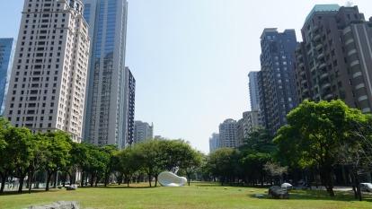 位在七期核心的綠十字軸線以夏綠地園道為中心,串聯市政園道及台中國家歌劇院,是台中最頂級的地段。(圖/立智提供)