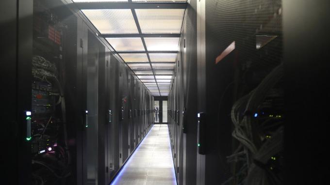 看好緯穎受惠微軟伺服器需求增溫,美系外資上調目標價至690元。(圖:AFP)