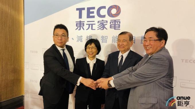 左二為東元董事長邱純枝。(鉅亨網記者魏志豪攝)