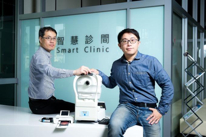 工研院開發出「自助式眼底檢查 EyeATM」,提供全程自動化的自助式眼底攝影服務,並特別設計小型集成電腦(右圖小盒子),將判別圖像病變模型儲存其中,協助偏鄉醫療。