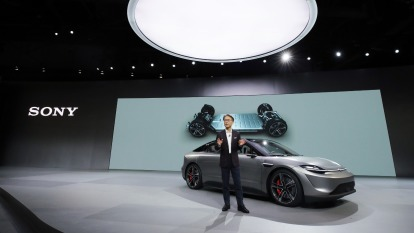 SONY秀肌肉 自駕車Vision-S現身會場 (圖片:AFP)