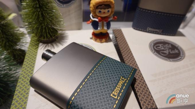 復盛應用推出自用品牌鈦金屬生活用品,正向市場推廣中。(鉅亨網記者張欽發攝)