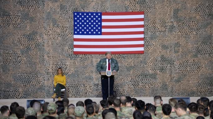 川普於美駐伊拉克軍事基地阿薩德 (Al-Asad Air Base) 演說的資料照片。(圖片:AFP)