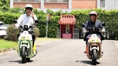 睿能創意董事長、執行長兼共同創辦人陸學森(右)及行政院副院長陳其邁(左)。(圖:行政院提供)