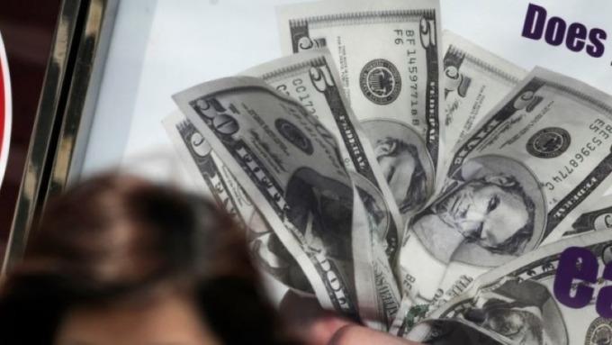 「新債王」岡拉克:美元將走弱 黃金、比特幣將走強(圖:AFP)
