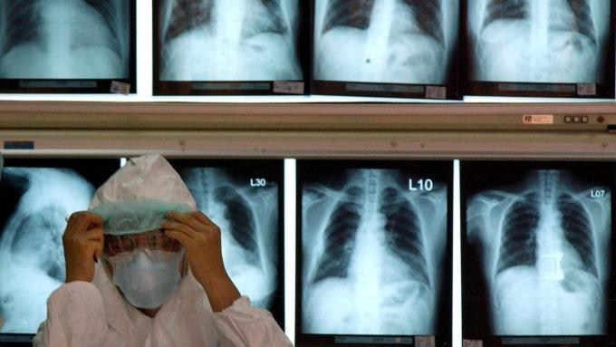 中國官方9日通報我方疾管署,武漢不明肺炎病原體初步判定為新型冠狀病毒。(圖:AFP)